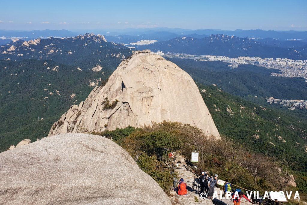 Desde el pico Baegundae en el parque nacional Bukhansan - Corea del Sur - Viajar - Blog de Alba Vilanova