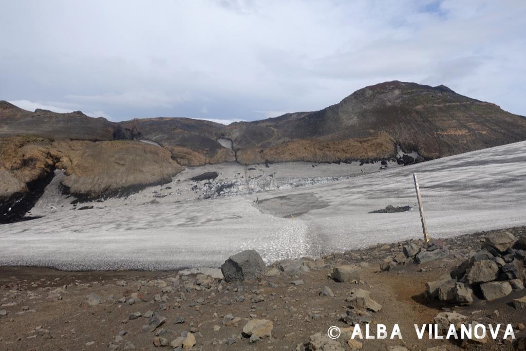 A lo lejos, la subida de arena en la que me encallé en la ruta entre Skógar y Thórsmörk - Islandia - Viajar - Blog de Alba Vilanova
